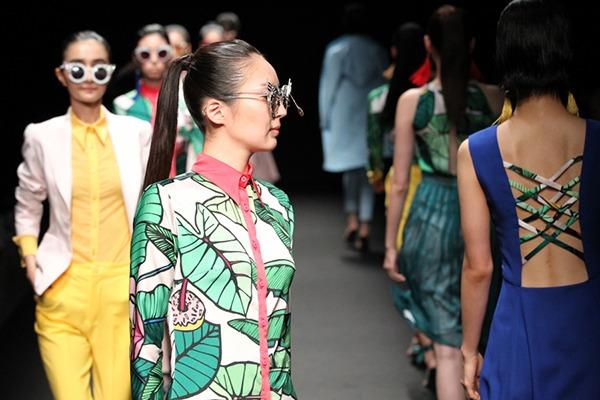 GRANDI Tokyo Fashion Week tropical womenswear Black Iris lenses